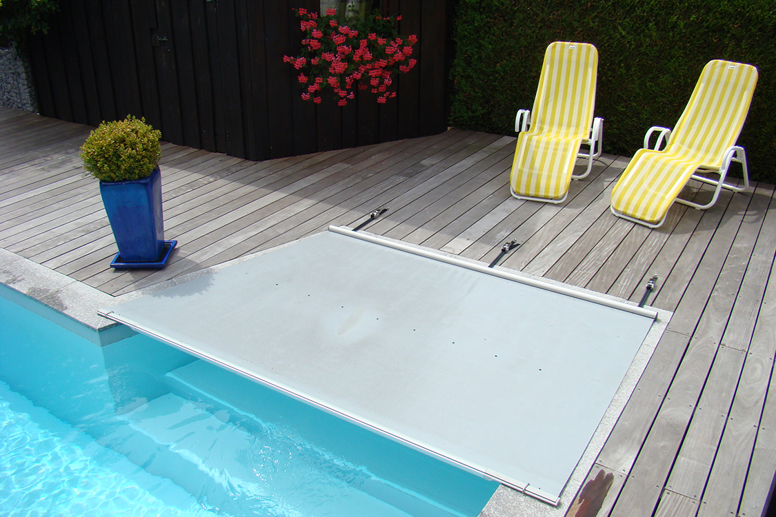 Ausschnitt treppe bei walter rollschutz for Schwimmfolie pool